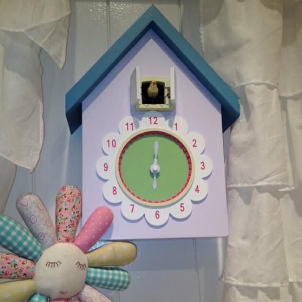 10 cute cuckoo clocks to decorate a nursery room kidsomania for Kids room clock
