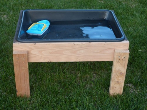 DIY Water Table For Toddlers To Play (via Shelterness)