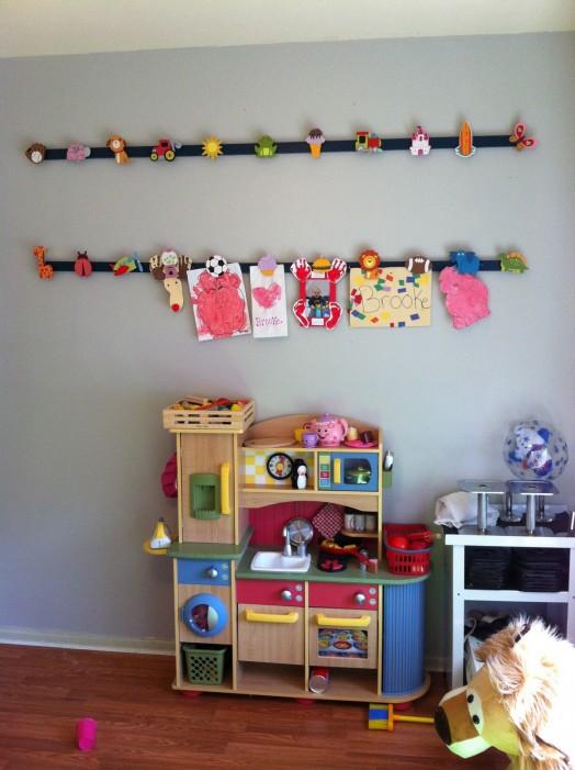 10 diy kids art displays to make them proud kidsomania for Diy toddler bedroom ideas