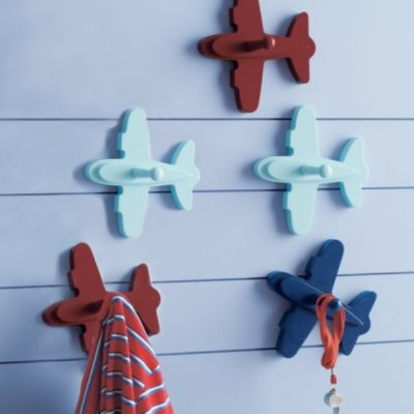 20 interesting kids wall hooks to put kids rooms in for Airplane wall decoration