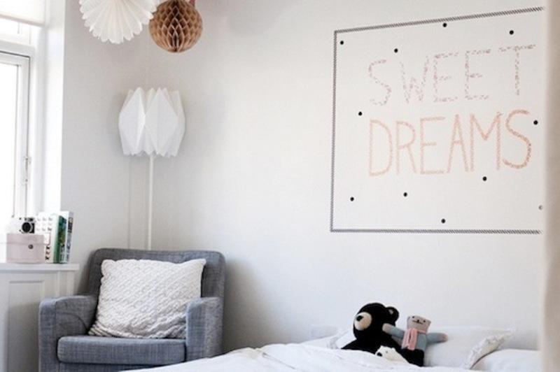 20 cool washi tape decor ideas for kids rooms kidsomania. Black Bedroom Furniture Sets. Home Design Ideas