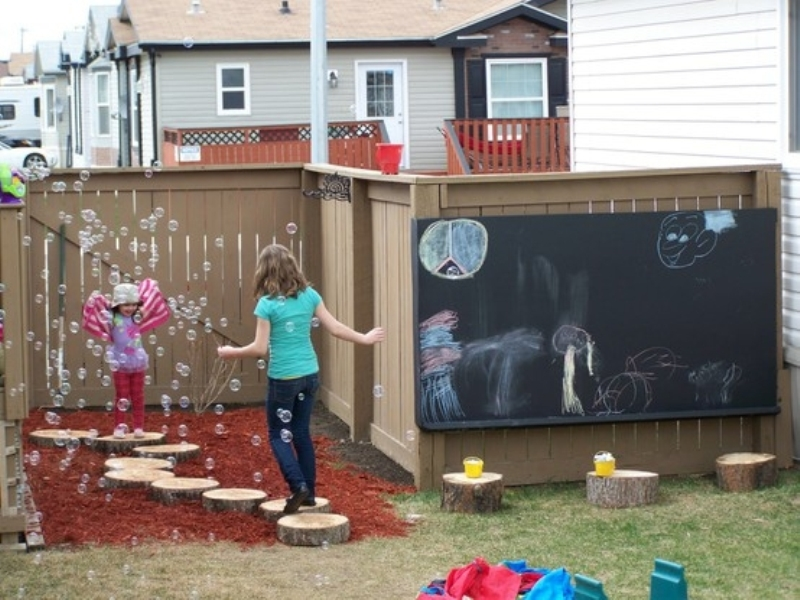 Fabulous Finally your kiddies will be able to give free rein to his artistic imagination on the chalkboard wall Make big outdoor chalkboard wall and create family