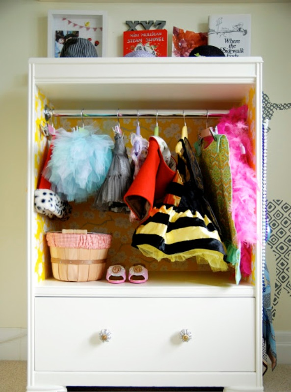 Diy cute children s closet kidsomania for Childrens closet