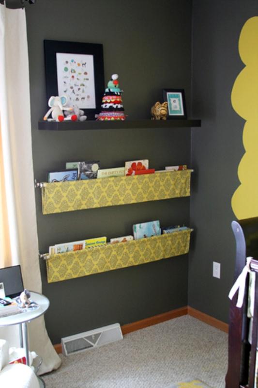 Simple diy hanging kids book display kidsomania for Diy kids bookshelf ideas