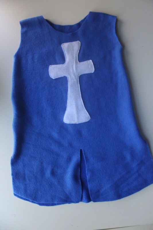 Diy Blue Felt Knight S Tunic For A Young Knight Kidsomania