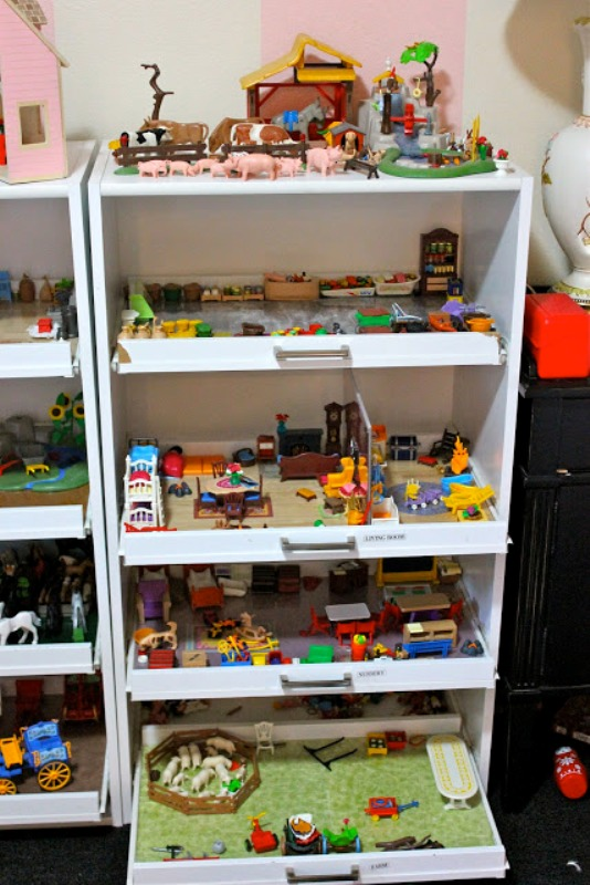 diy mobile shelves as small playgrounds for your kids. Black Bedroom Furniture Sets. Home Design Ideas
