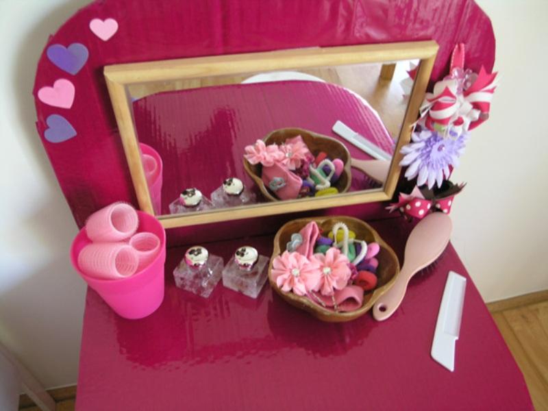 DIY Kidsu0027 Dressing Table From Cardboard