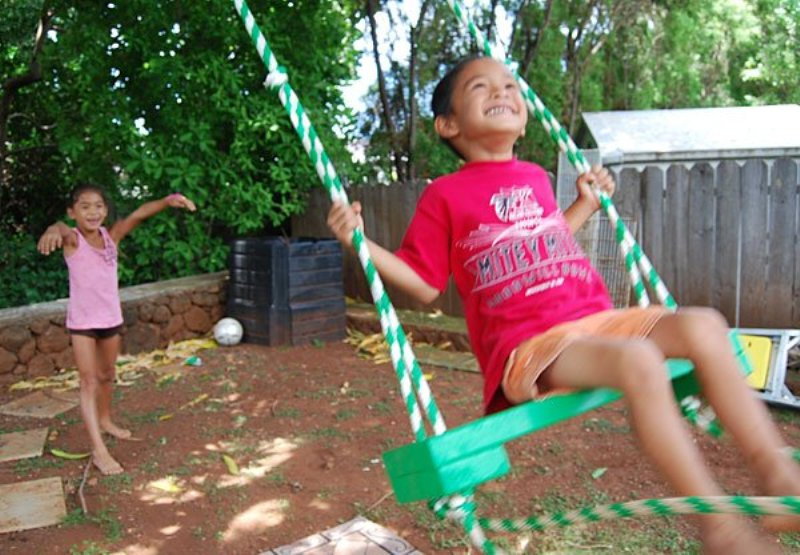 diy tree swing for two in the backyard kidsomania