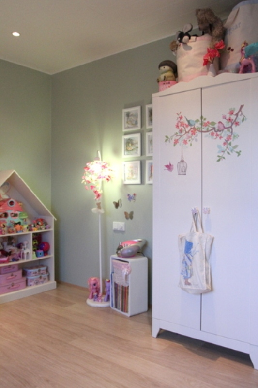 Nice and gentle bedroom for a six year old girl kidsomania for 4 yr old bedroom ideas