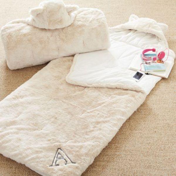 the best attitude 2e7d3 15939 Adorable Fur Sleeping Bag For Kids' Sleepover Parties ...