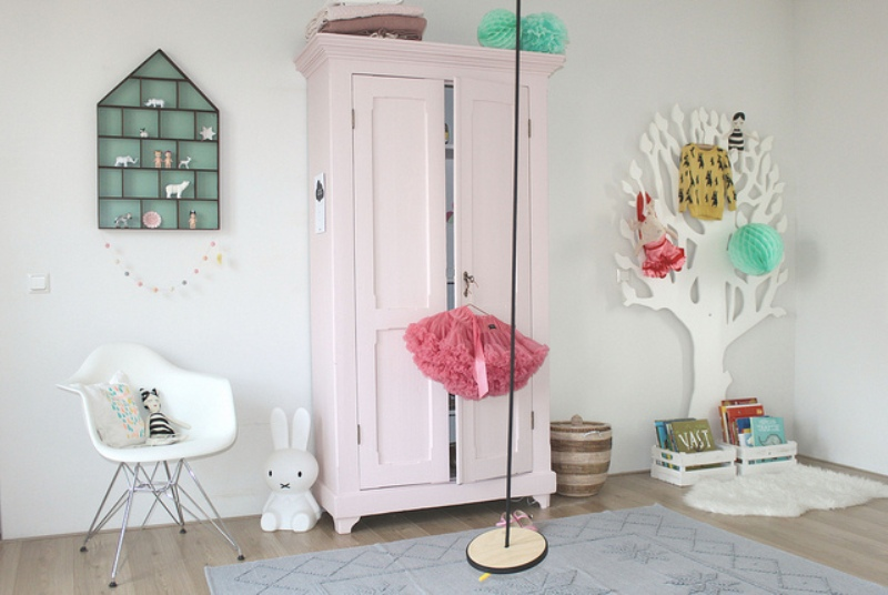 Black And White Whimsy Girl's Bedroom Design With Pops Of ...