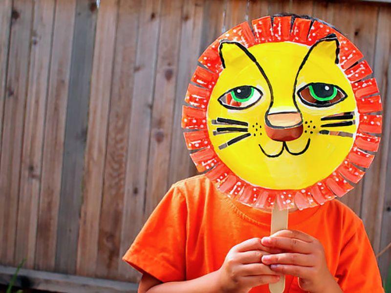 Colorful diy paper lion mask for kids kidsomania for Mask craft for kids