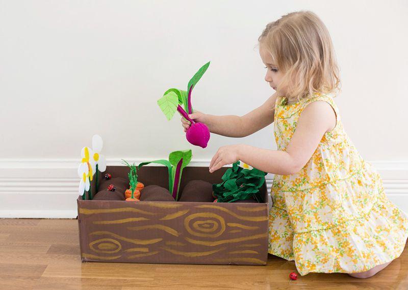 Игрушки своими руками в огороде