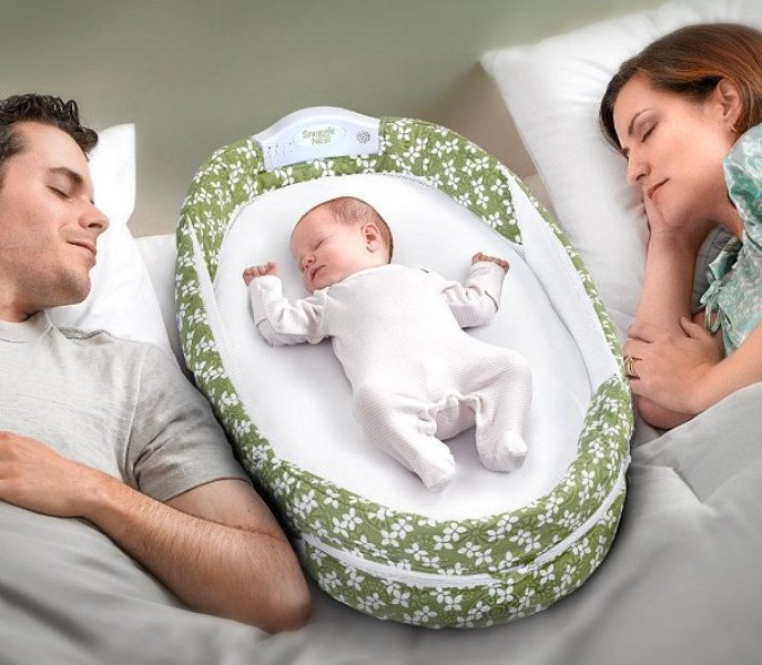 Keep your baby close and protected with the SwaddleMe Deluxe By Your Side Sleeper, the safest way for baby to sleep next to you. It provides a safe, comfortable sleeping space with mesh sides that circulate air and provide easy access to soothe your baby.