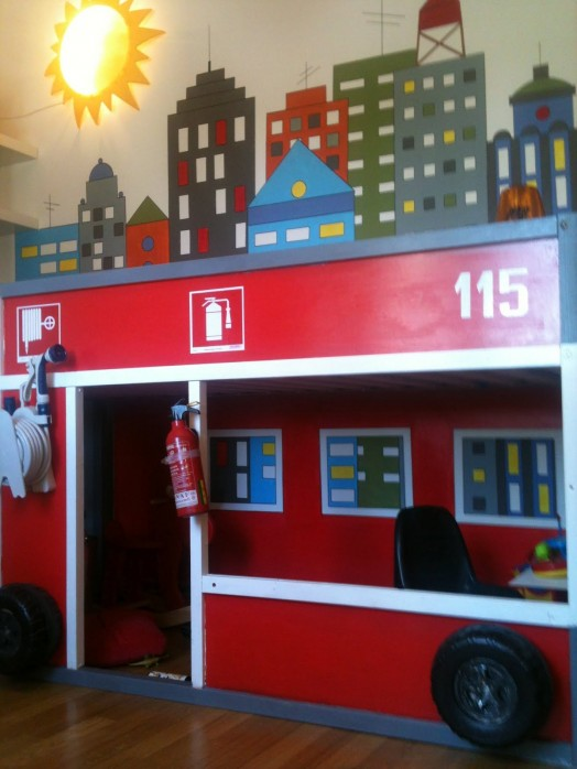 How to transform an ikea kura bed into a firetruck kidsomania - Ikea fire truck bed ...