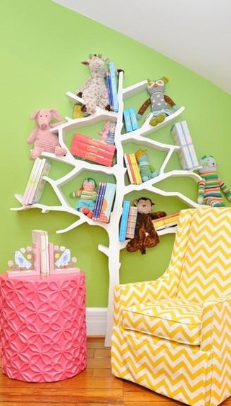21 cool idea to organize a mini kids library or kids book for Corner tree bookcase