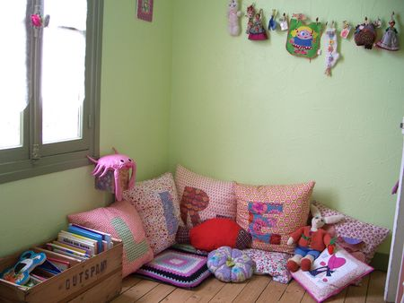 39 cool ideas to organize a perfect kids reading nook for Kids reading corner ideas