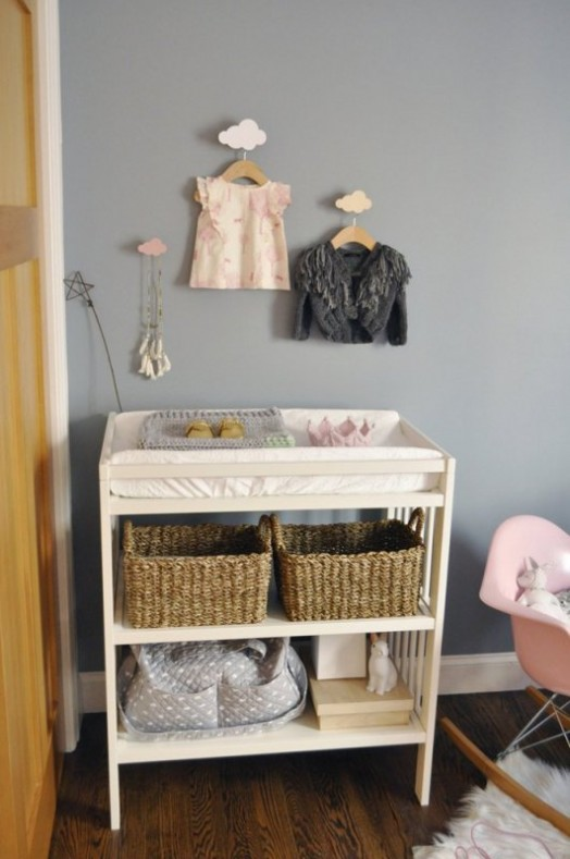 Modern Baby Nursery Design And Ideas: Modern And Cozy Baby Girl Nursery With Trendy Triangles