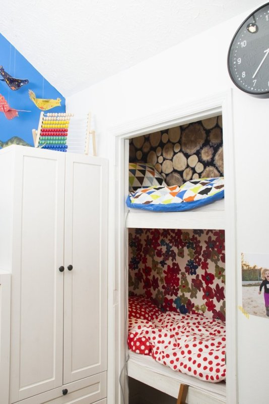 Smart and cozy kids bedroom design with limited space for Smart bedroom design