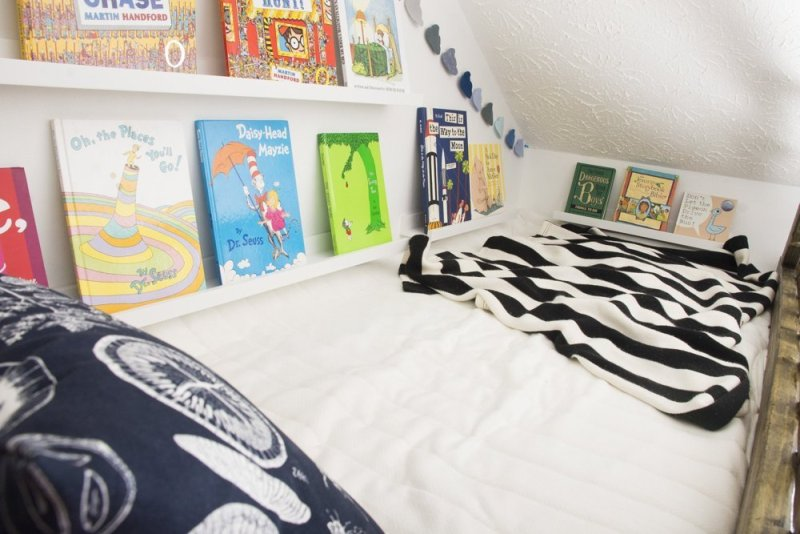 Smart and cozy kids bedroom design with limited space for Limited space bedroom ideas