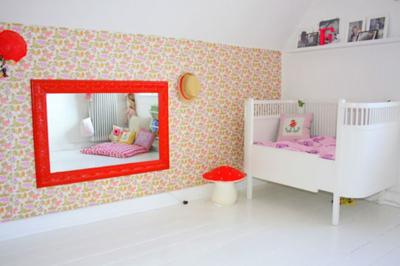 stylish twin girls bedroom design in pink white and red colors